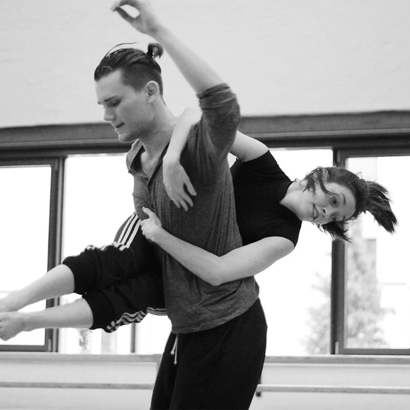 Fortbildung in Residence, kurz FIR, ist das exklusive Weiterbildungs-Angebot der Contemporary Dance School Hamburg.