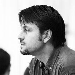 Javier Báez ist Schulleiter der CDSH – Contemporary Dance School Hamburg. Er lehrt Choreographie und Graham-Technik.