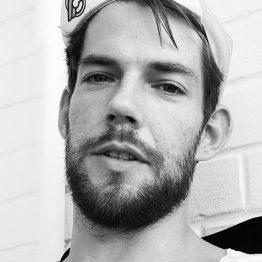 Philipp van der Heijden lehrt Contemporary an der CDSH – Contemporary Dance School Hamburg